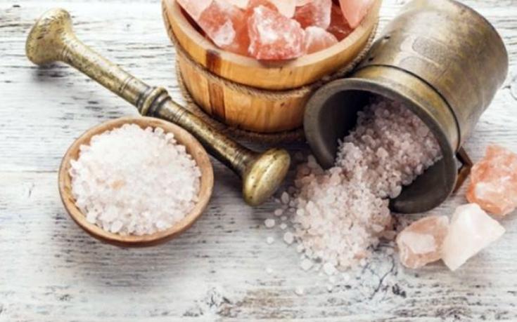 Πώς να μειώσετε το αλάτι που τρώτε στα φαγητά