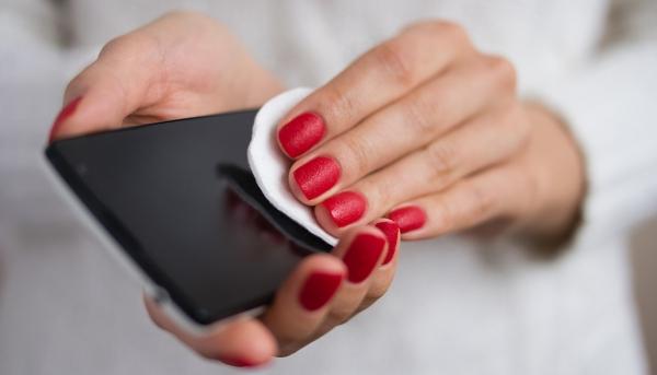 Πώς μπορείτε να καθαρίσετε το κινητό