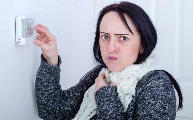 Οι γυναίκες ανοίγουν κρυφά το καλοριφέρ στο σπίτι, λέει νέα έρευνα