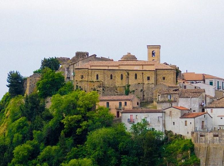 Το διάσημο… κακότυχο χωριό της Ιταλίας