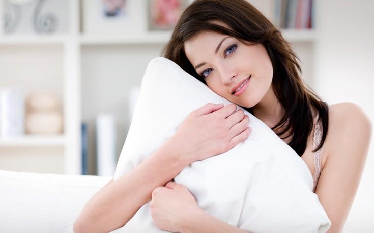Πώς να καταλάβετε γρήγορα αν το μαξιλάρι σας χρειάζεται αλλαγή