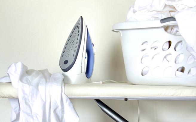Πώς να καθαρίσετε το σίδερο ατμού από τα άλατα σε τρία βήματα