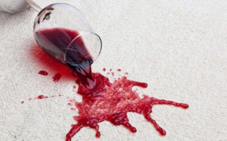 Πώς θα εξαφανίσετε τους λεκέδες από κόκκινο κρασί