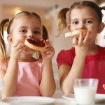 Τι να κάνετε αν το παιδί πνιγεί την ώρα του φαγητού