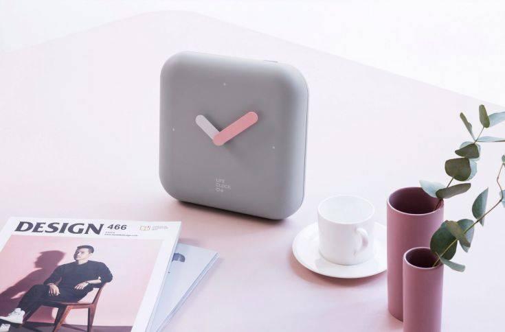 To επιτραπέζιο ρολόι που κρύβει ένα κουτί πρώτων βοηθειών