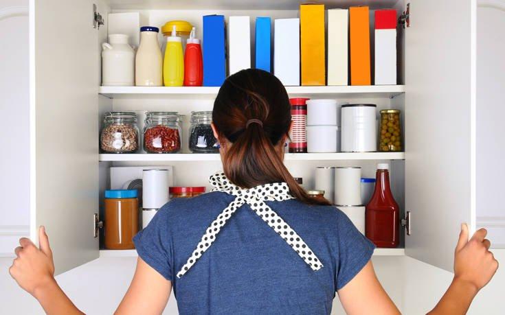 Διώξτε τη μυρωδιά της κλεισούρας από τα ντουλάπια