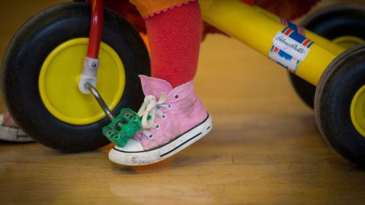 Γιατί τα παιδιά εκσφενδονίζουν αντικείμενα