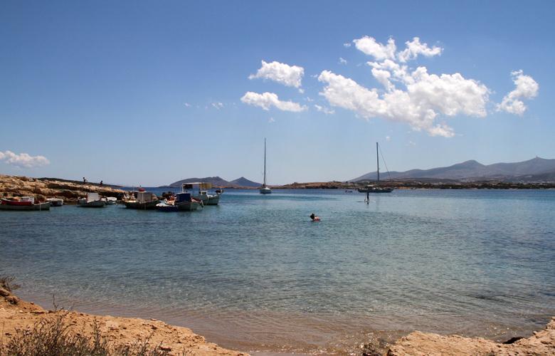 Νάουσα, το πανέμορφο ψαροχώρι της Πάρου με το γραφικό λιμανάκι