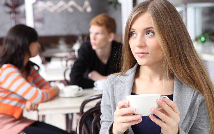 Τρία σημάδια ότι μάλλον πίνετε πολλούς καφέδες