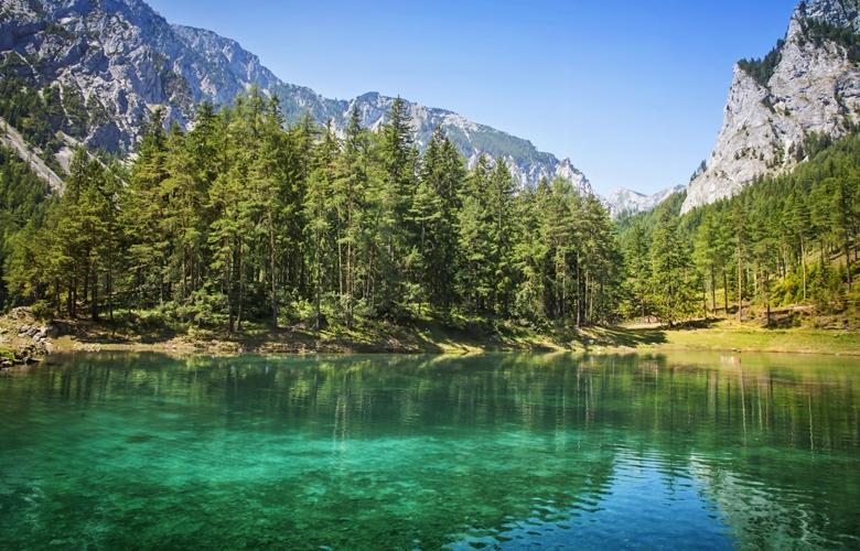 Η Αυστρία έχει μια μαγευτική λίμνη που «εξαφανίζεται» τον χειμώνα