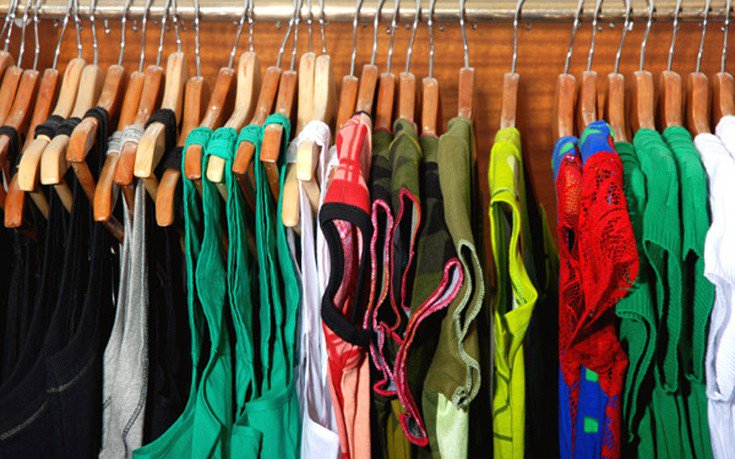 Δύο συμβουλές για να μην πιάνει μούχλα η ντουλάπα σας