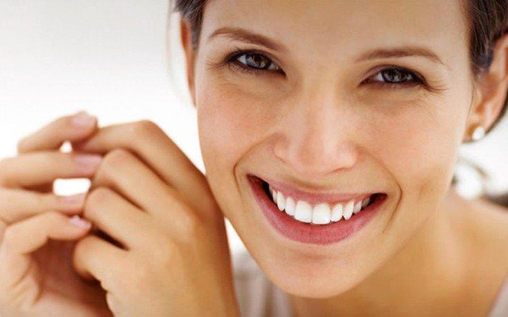 Η φλούδα του φρούτου που λειτουργεί σα φυσικό λευκαντικό για τα δόντια