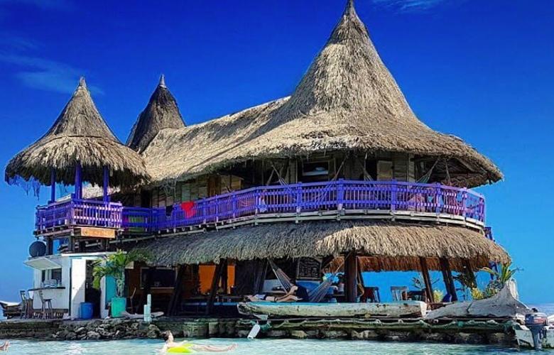Το ξενοδοχείο που… επιπλέει στη μέση του ωκεανού