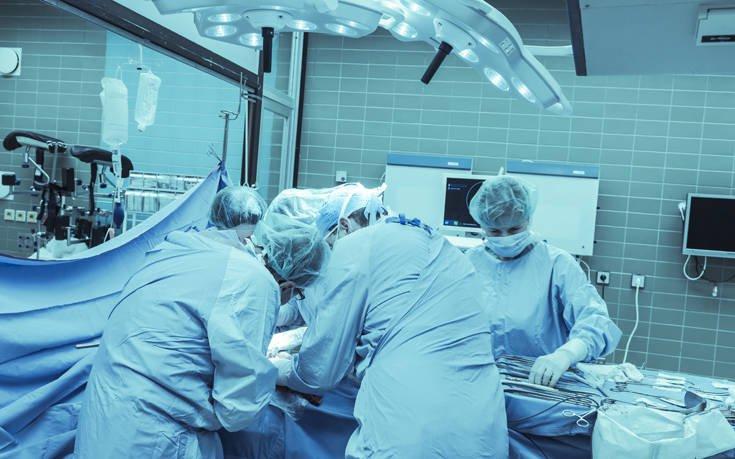 Μια πρωτοποριακή επέμβαση στο πρόσωπο ασθενούς πραγματοποίησαν Κύπριοι γιατροί