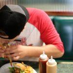 Μάστιγα το fast food και για τους ενήλικες στις ΗΠΑ