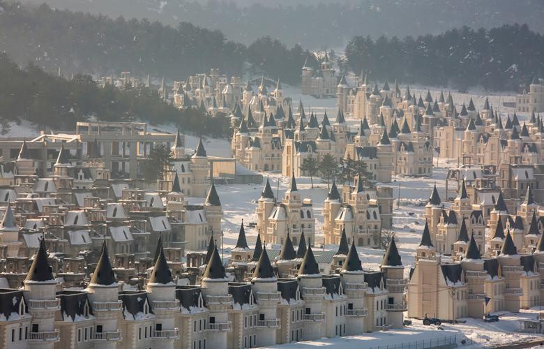 Η «στοιχειωμένη» πόλη της Τουρκίας με τα 700 ερειπωμένα κάστρα