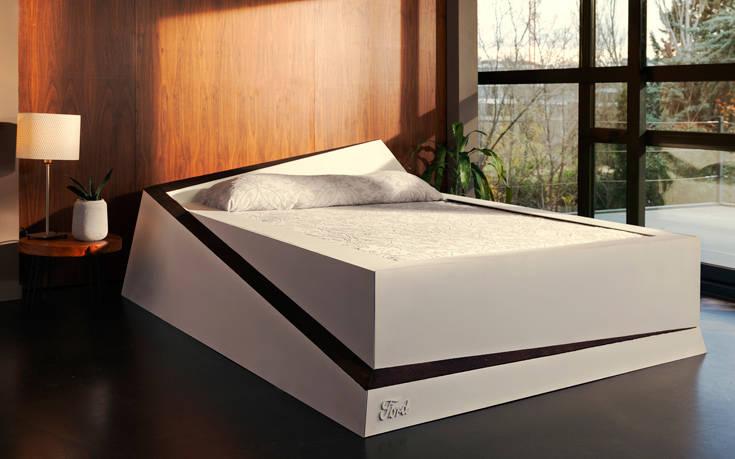 Έξυπνο κρεβάτι επαναφέρει τους ανήσυχους συντρόφους στη θέση τους