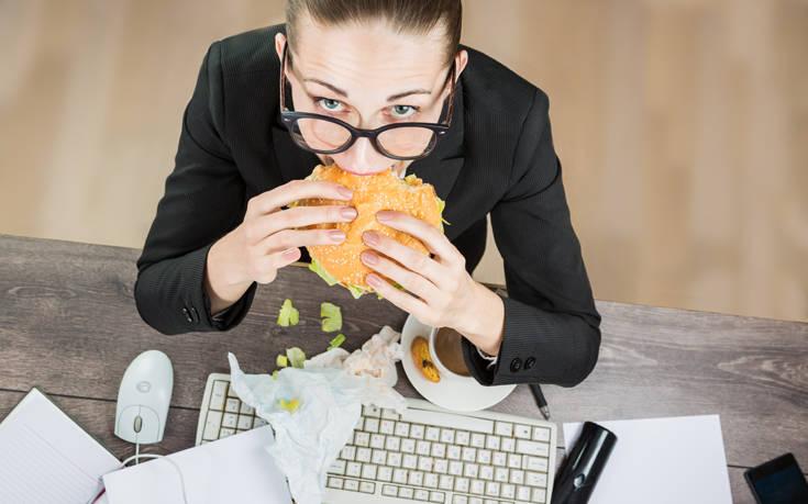 Πόσο επηρεάζει η πίεση στη δουλειά το σωματικό βάρος