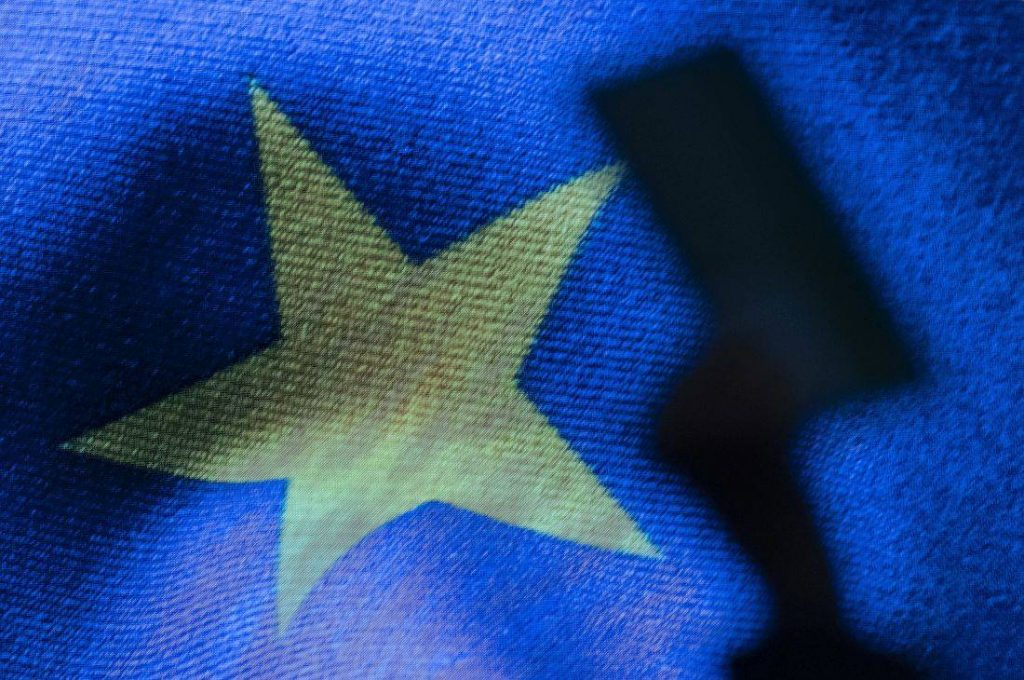 Περισσότερα στοιχεία ζητά η Κομισιόν από Google, Facebook και Twitter εν όψει Ευρωεκλογών