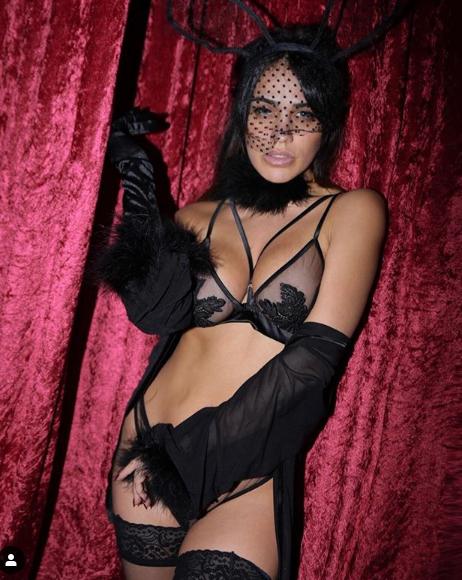 Η Κόνι Μεταξά με μαύρα σέξι εσώρουχα