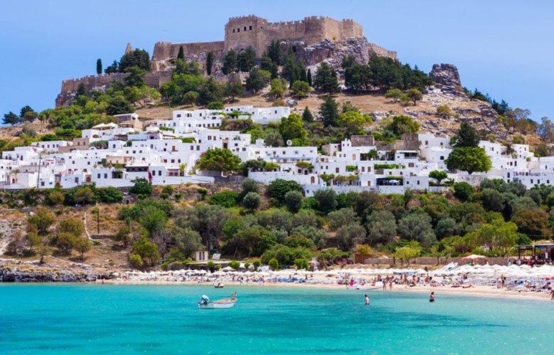 Λίνδος, ένας πανέμορφος οικισμός χτισμένος ανάμεσα στο κάστρο και τη θάλασσα