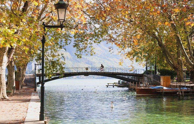 Η άγνωστη πόλη Ανεσί της Γαλλίας που αποτελεί κρυφό διαμάντι για όποιον επιλέξει να την επισκεφθεί