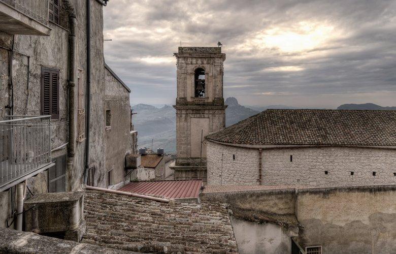 Ποιος θέλει σπίτι στη Σικελία με τιμή… 1 ευρώ;