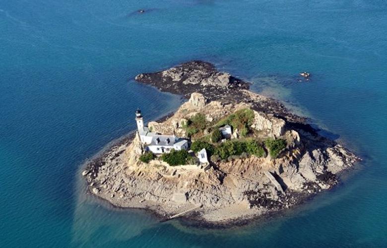 Νοικιάστε ένα ολόκληρο νησί στην τιμή των 200 ευρώ για δύο διανυκτερεύσεις