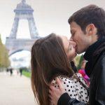 Ξέρετε πώς λένε οι Γάλλοι το… γαλλικό φιλί