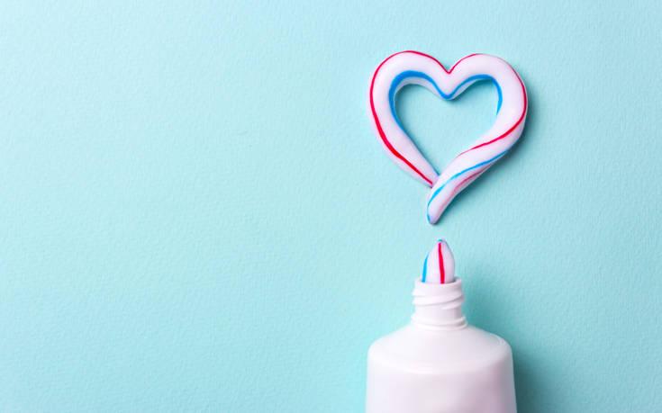 Να γιατί η οδοντόκρεμα δεν είναι μόνο για να βουρτσίζουμε τα δόντια μας