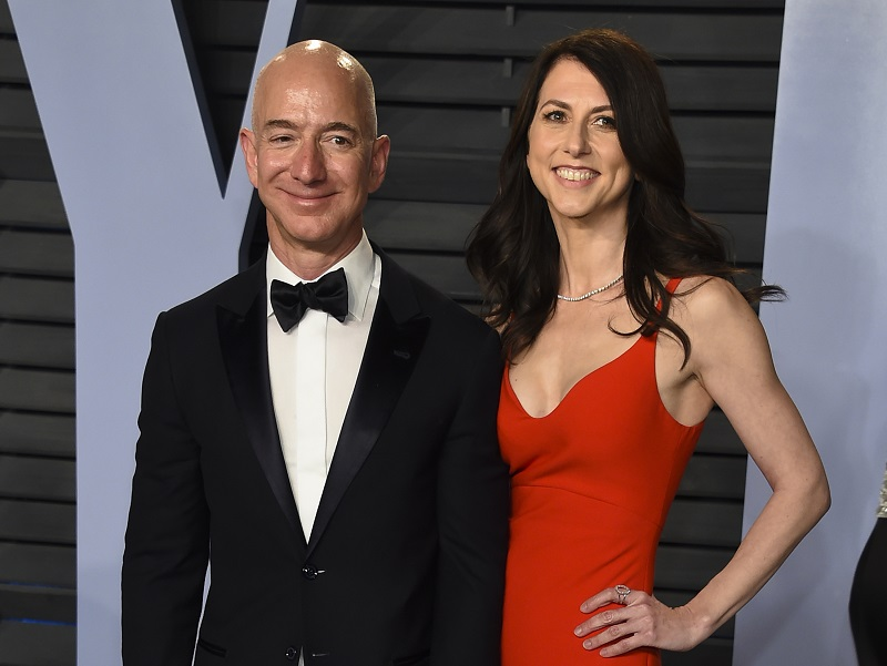 Στην 22η θέση των πλουσιότερων ανθρώπων η πρώην σύζυγος του Τζεφ Μπέζος