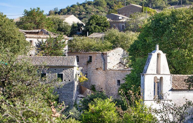 Παλιά Περίθεια, το ερειπωμένο ενετικό χωριό στη βόρεια Κέρκυρα