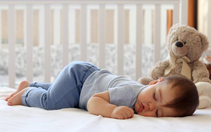 Πώς να περιποιηθείς και να καθαρίσεις τον καναπέ ή το στρώμα που πήρες «δεύτερο χέρι»