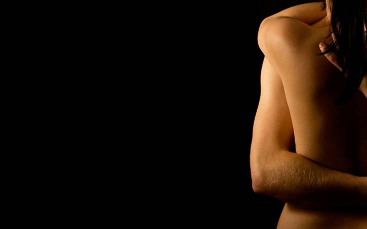 Σεξ και γάμος: Είναι καλό να κυκλοφορούμε στο σπίτι γυμνοί;