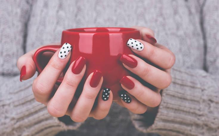 Το trend στα νύχια που υιοθετούν μαζικά τα celebrities