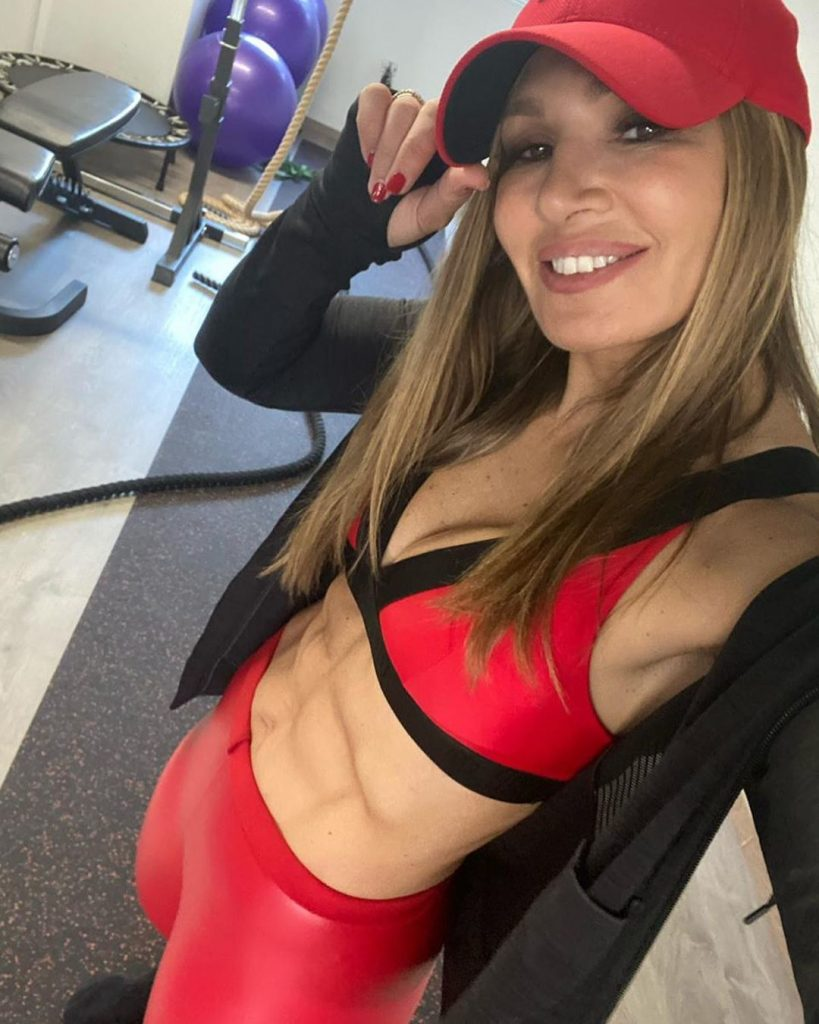 Το σέξι γυμνασμένο κορμί της Ελένης Πετρουλάκη