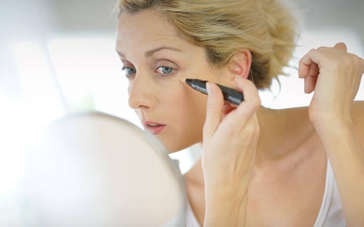 Όλα τα μυστικά του μακιγιάζ για να δείχνεις νεότερη