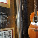 H διάσημη κιθάρα του Κερτ Κομπέιν δημοπρατείται σε τιμή-ρεκόρ
