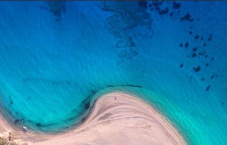 Η ελληνική παραλία που ταξίδεψε τη χώρα σε όλον τον κόσμο