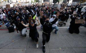 Δεύτερο κύμα covid-19 λόγω των διαδηλώσεων για τον Τζορτζ Φλόιντ φοβούνται στις ΗΠΑ