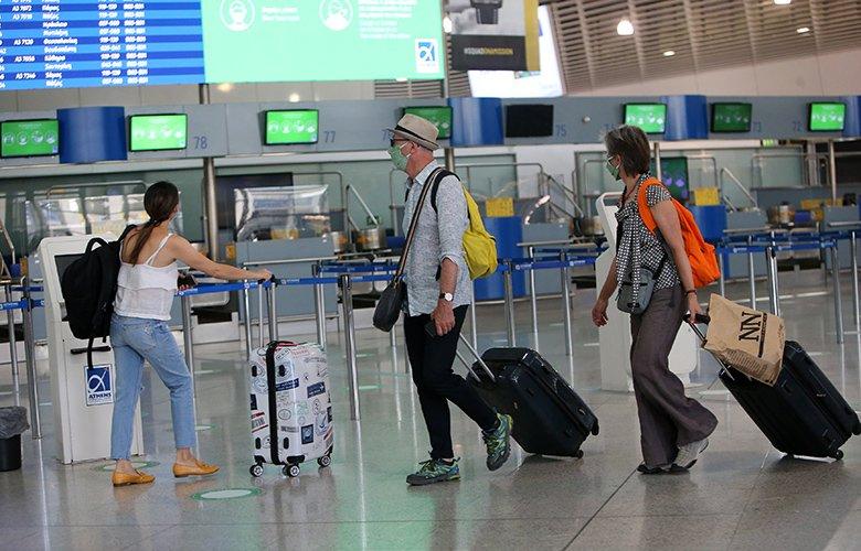 Θεοχάρης: Μέσα στον Ιούλιο οι ημερομηνίες για την υποδοχή Βρετανών τουριστών
