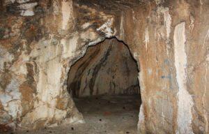 Η σπηλιά της Αθήνας που ονομάζεται φυλακή του Σωκράτη – News.gr