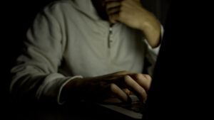 Google: «Μπλοκ» σε 100.000 παιδόφιλους στο διαδίκτυο