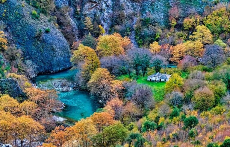 Το ελληνικό εκκλησάκι μέσα στο φαράγγι που νομίζεις ότι είναι ζωγραφιά – News.gr