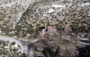 Πώς είναι σήμερα το πάλαι ποτέ περίφημο σαλέ Κυκλάμινα στην Πάρνηθα – News.gr