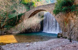 Το πανέμορφο γεφύρι και ο μύθος του Κουτσοδαίμονα – News.gr