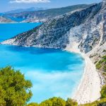Το διαμάντι με τα κρυστάλλινα νερά που μαγεύει τους λουόμενους – News.gr