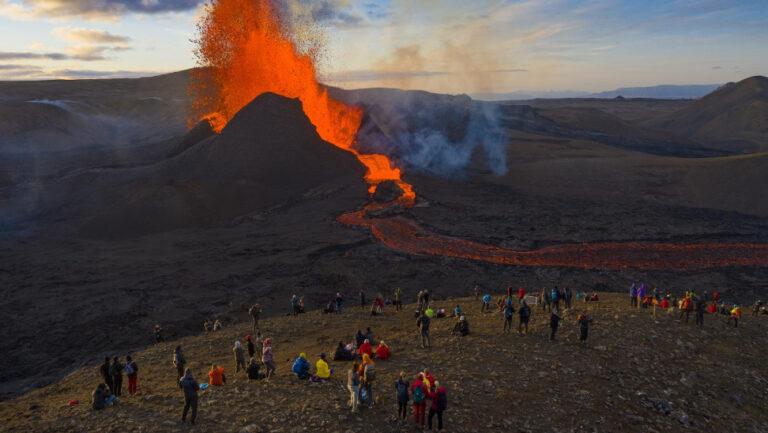 Από ιδιωτικά νησιά στα ιδιωτικά… ηφαίστεια – Το «φλογερό» ενδιαφέρον για Φαγκραντάλσφγιαλ