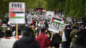 Βρετανία-Μεσανατολικό: Χιλιάδες άνθρωποι σε διαδήλωση υπέρ Παλαιστινίων στο Λονδίνο