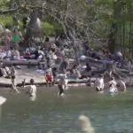 Βουτιές στις λίμνες του Βερολίνου – Στα ύψη ο υδράργυρος
